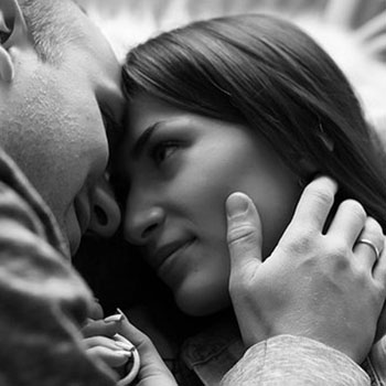 Tips Foreplay Untuk Pasangan yang Masih Tinggal Bersama Orang Tua