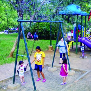 Rekreasi di 8 Taman Ibu Kota Ramah Anak