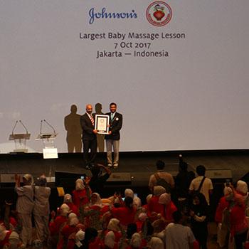 Latih Bidan Pijat Bayi, Johnson & Johnson Cetak Rekor Dunia