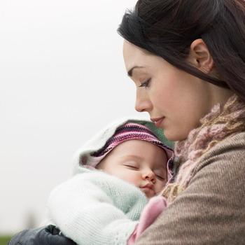 Benarkah Menyusui Bisa Menunda Kehamilan?