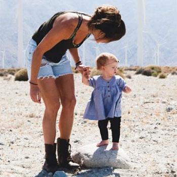 Perhatikan Tanda-tanda Ini Saat Bayi Siap Belajar Berjalan