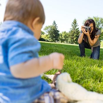 6 Aturan Main Posting Sosial Media untuk Pengasuh Anak Anda