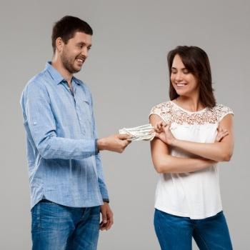 Jika Suami Menyembunyikan Gajinya