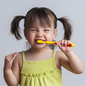 Tips Ajarkan Anak Cara Menjaga Kebersihan Mulut dan Gigi