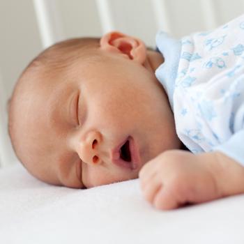 6 Tips Bayi Tidur Nyenyak Tanpa Dibedong