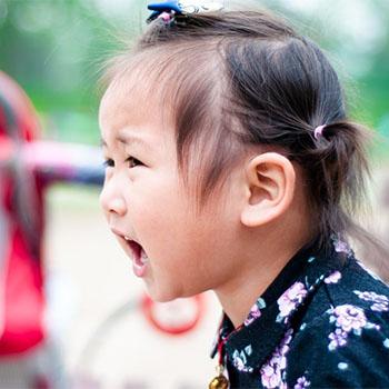 8 Trik untuk Mengatasi Anak yang Bertingkah Saat Diajak Belanja ke Supermarket